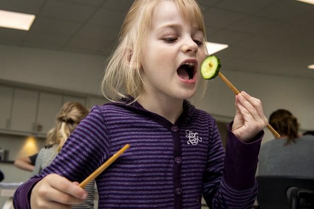 - I Kina spiser de med pinde: Børn i Mariagerfjord laver mad med elever fra den lokale sprogskole