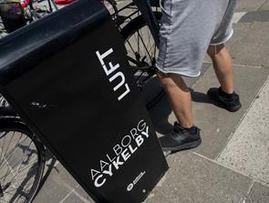 Godt nyt til cyklisterne: Pumper med luft skyder op i byen