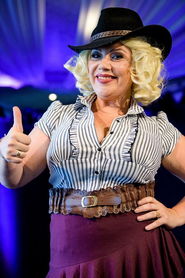 Sara Guldborg giver den som Dolly Parton.