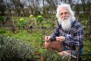 Martinus-manden på Hvidløgsgården: Per dyrker økologiske grøntsager og en kosmisk forståelse af helheden