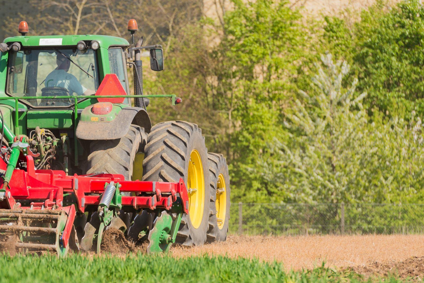 Få et overblik: Græsklippere til traktor