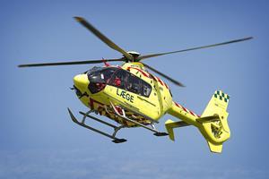 Mand faldt af båd - blev fløjet til sygehuset