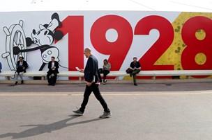 Mickey Mouse-plakater sælges i dyre domme på 90-årsdag