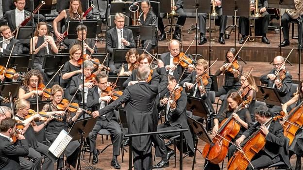 6 stjerner til verdenskendt orkester: En symfonisk orkan
