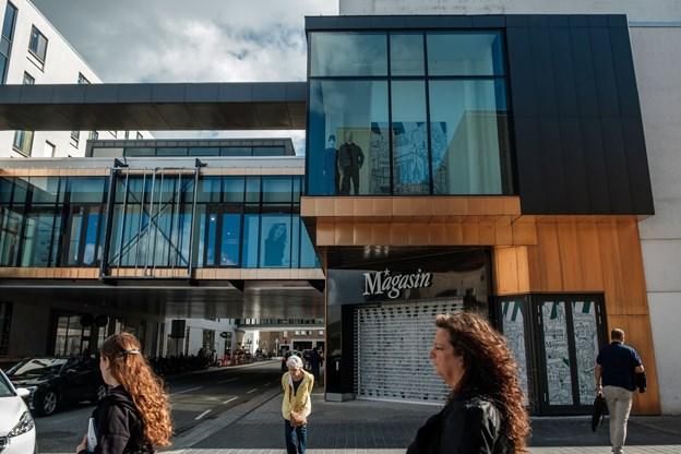 På det seneste er facaden kommet frem i lyset, og inde bag er de sidste forberedelser i gang. Foto: Lasse Sand
