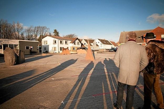 Claus Ørntoft havde stillet skabeloner af træ op på Soltorvet for, at vise hvordan det færdige Soltorv kommer til at se ud. Foto: Peter Jørgensen Peter Jørgensen