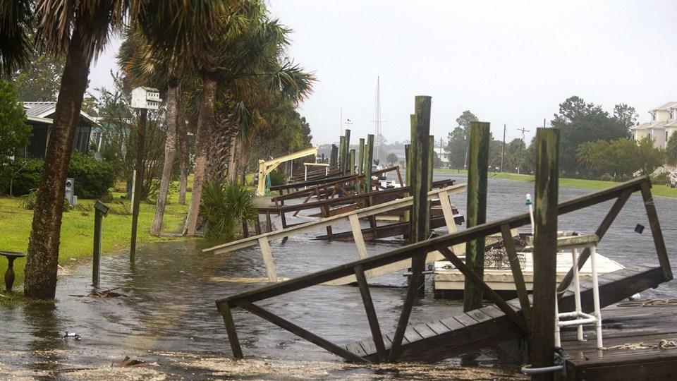 Shell Point Beach i Florida er ramt af oversvømmelser på grund af orkanen Michael, der onsdag er gået i land. Foto: Mark Wallheiser/Ritzau Scanpix