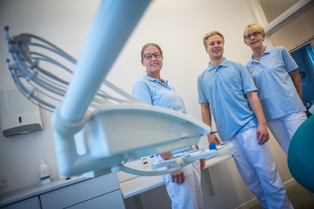 Tandlægeklinikken Dam og Kragelund har udvidet med endnu en tandlæge - Mathias Damgaard. Foto: Martin Damgård