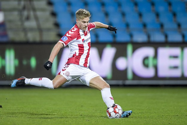 Hollandske Tom van Weert bragte AaB foran 1-0 på straffespark i første halvleg. Foto: Lars Pauli