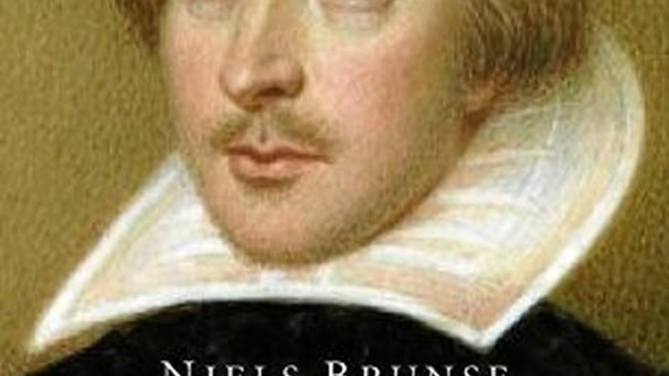 Velskrevet, engageret og kritisk. Du kommer som læser tæt på Shakespeare.