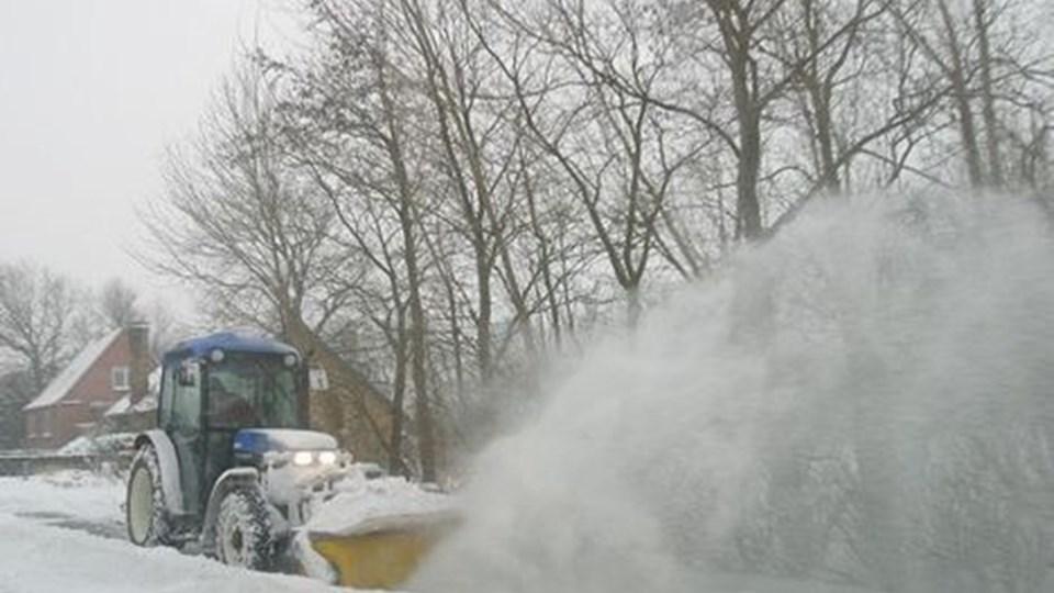 Hvis sneen falder, må pensionisterne i Aalestrup selv finde alternativer til at få deres fortov ryddet. Arkivfoto