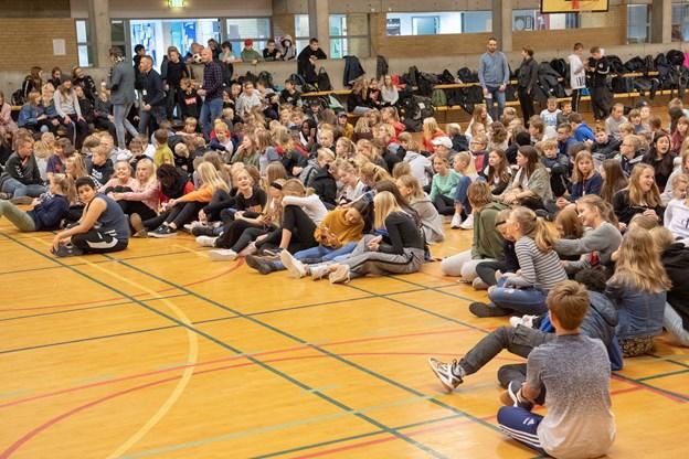 Klokken 12 var der tid til en velfortjent frokostpause for alle 400 elever i idrætscentret i Skørping, inden dagens seks vindere skulle kåres.