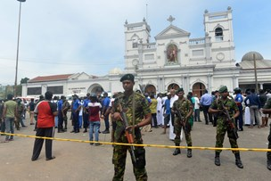Otte er anholdt efter bombemassakre i Sri Lanka