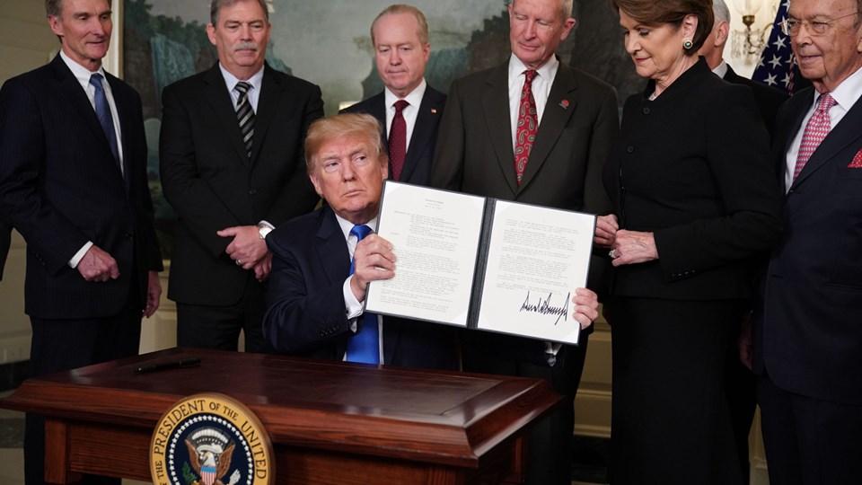 USA's underskud over for Kina er det højeste i verdenshistorien, siger Donald Trump og underskriver beslutning om at øge told på kinesiske varer. Foto: Scanpix/Mandel Ngan
