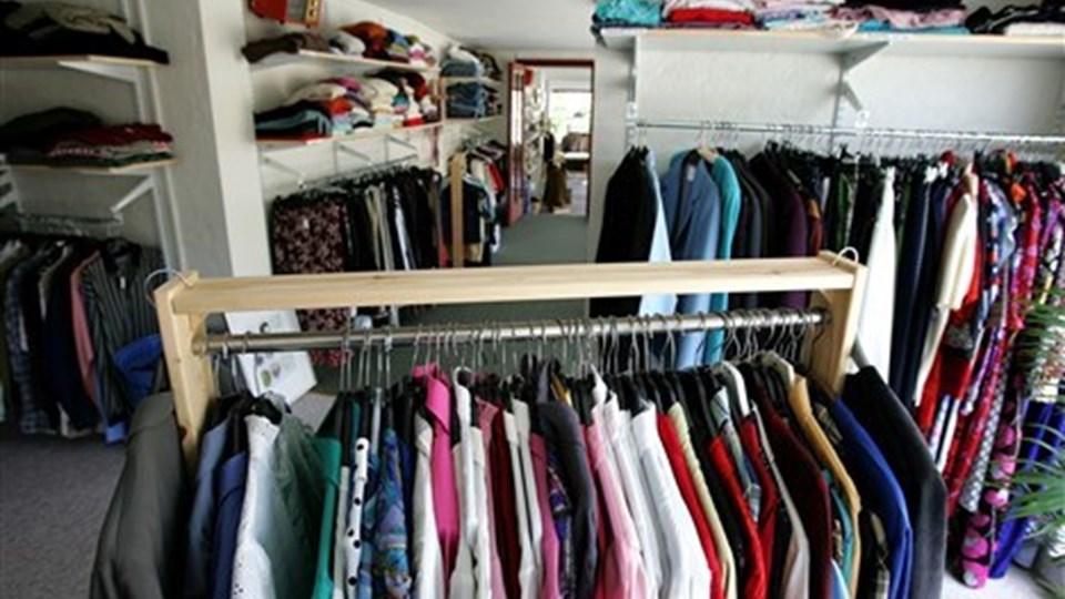 Genbrugsbutikker sender hvert år mange hundrede ton tøj til forbrænding. Arkivfoto