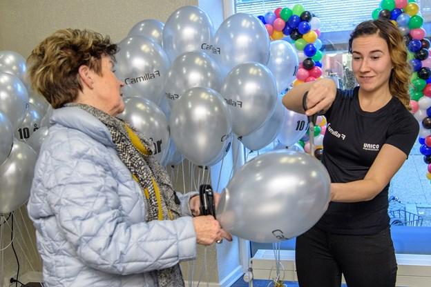 Intet jubilæum uden ballonner, der gerne larmer lidt når de springer. Foto: Peter Broen