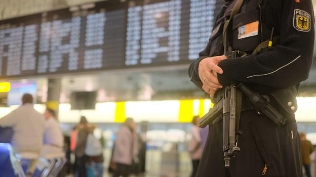 Bil på landingsbanen får tysk lufthavn til at lukke