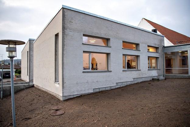 I disse vinduer holder kirkekontoret til. Foto: Kim Dahl Hansen Foto: Kim Dahl Hansen
