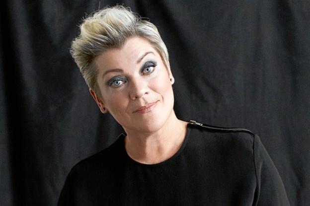 Ann-Mette Elten synger julen ind kl.21 på fredag.
