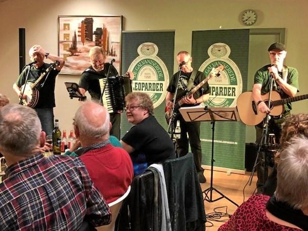 110 til spisning og irsk folkemusik