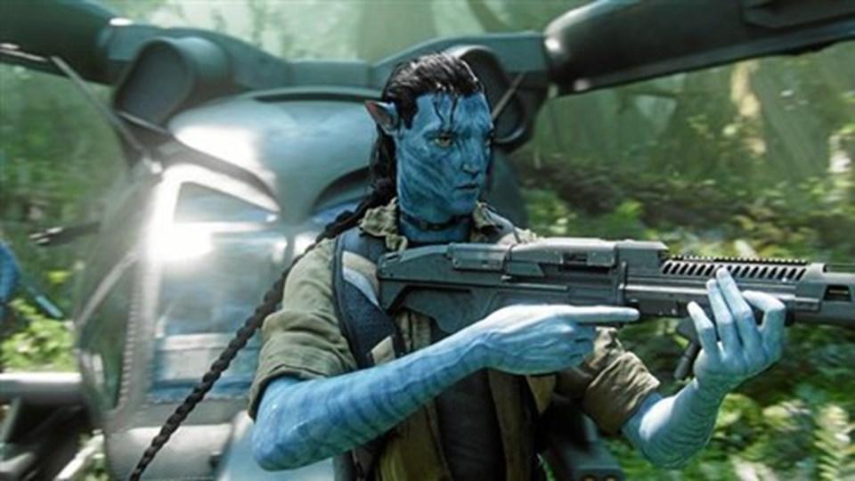 Det blå naturfolk, her Avatar-soldaten Jake, er tilbage på 3D-lærrederne i biogreferne med små ni minutters ekstra materiale.
