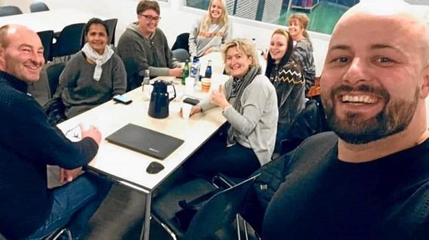 Fra venstre centerleder Lars Simonsen, instruktør Maria Fage, Lone Rildau fra Skovsgaard/Brovst KFUM IF, Johanne Green Jensen, Nete Kaastrup, Sarah Kjærsgaard, Mariann Madsen og Rene Pedersen, instruktørvikar og markedsføringsansvarlig. Privatfoto