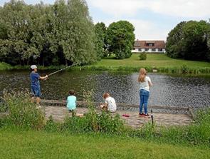 Børn var på fisketur