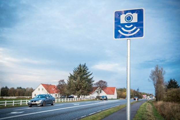 Bilisterne bliver advaret med skilte om den automatiske fotofartkontrol. Foto: Martin Damgård