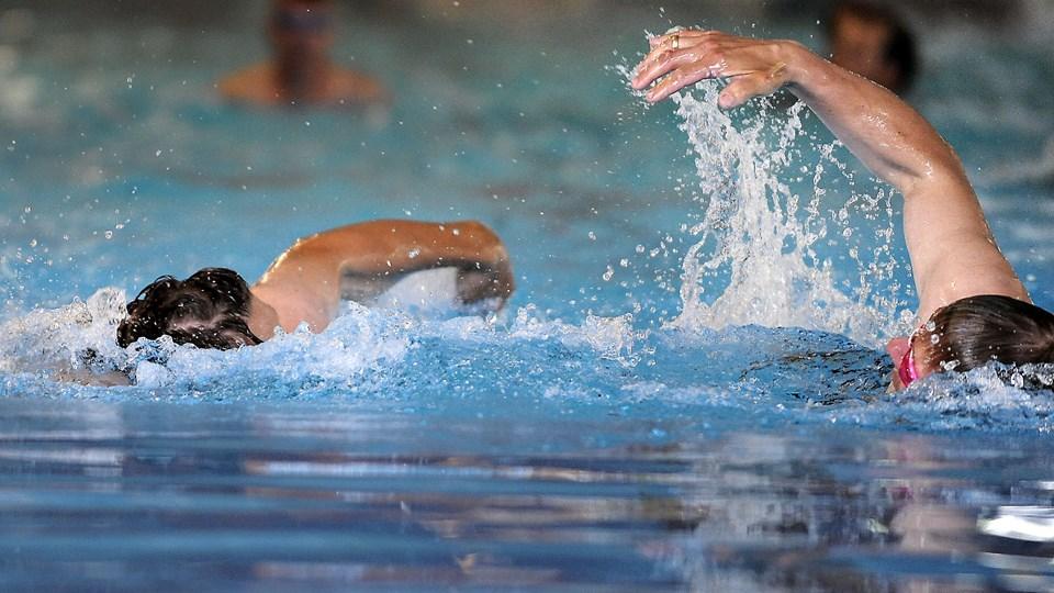 Over de næste fire år er der afsat ekstra to mio. kr. årligt til skolesvømning i Aalborg Kommune. Arkivfoto