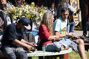 Festival er blevet til sommerlejr: Nu behøver man ikke drikke for at hygge sig