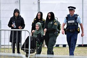 BILLEDSERIE: Her bliver de første Christchurch-ofre begravet