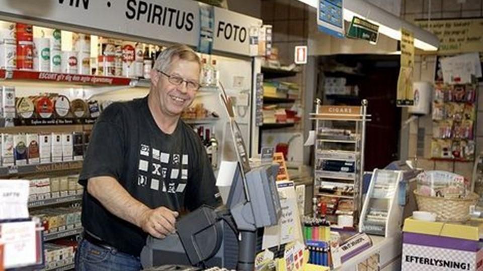 Niels Rasmussen takker af som ejer af Fjerritslev Kiosk. 1. oktober rykker René Jensen ind med sin vin- og grøntforretning. Der vil dog stadig være en kioskafdeling og åbningstid syv dage om ugen. foto: erik sahl
