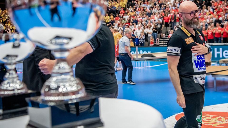 Stefan Madsen har på en sæson allerede vundet flere trofæer som Aalborg Håndbold-træner, og der skal gerne være flere på vej.  Foto: Martin Damgård