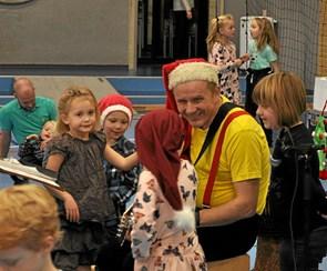 Over 400 til juletræsfest i Hjallerup Idrætscenter