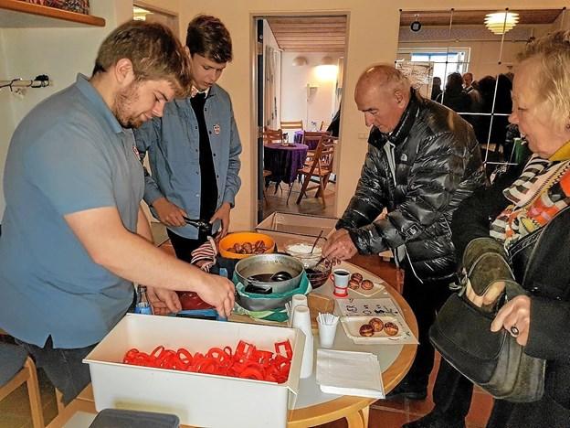 FDF spejderne sørgede for servering af æbleskiver og gløgg. Foto: Karl Erik Hansen Karl Erik Hansen
