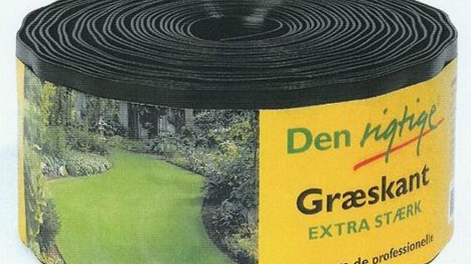 Græskant i sort plast holder græsset væk fra bede og terrasser.