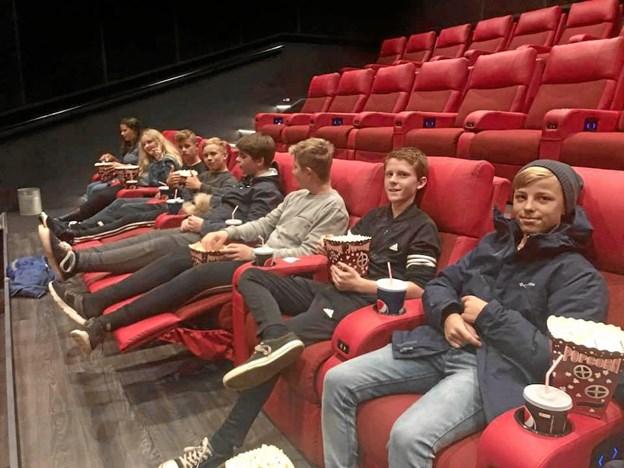 7. og 8. klasse på Overlade Friskole - i Løgstør Bio for at se filmen Vildheks. Privatfoto