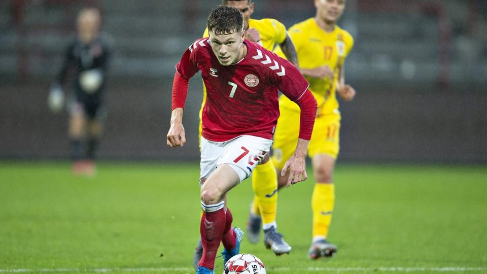 Danmarks Andreas Skov Olsen lynede to gange, da Danmark slog Rumænien i EM-kvalifikationen for U21-landshold.