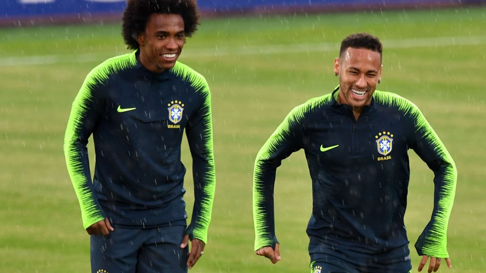Humøret var højt, da Neymar og det brasilianske landshold trænede torsdag før kvartfinaleopgøret mod Belgien ved VM fredag. Foto: Saeed Khan/Ritzau Scanpix