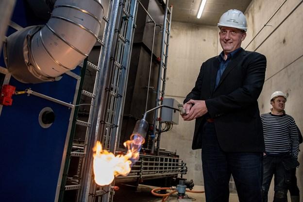 Hobro Varmeværks formand, Søren Sørensen, glæder sig over at levere den første varme fra flisværket til nye kunder inden årets udgang. Ud over flis kom,mer også overskudsvarme fra flere større virksomheder i spil. Arkivfoto: Laura Guldhammer