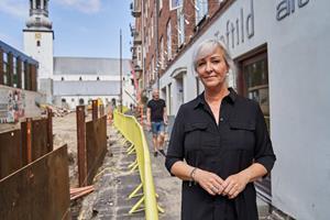 Strid om affalds-containerere på Budolfi Plads: - Jeg har mistet al tillid til Aalborg Kommune