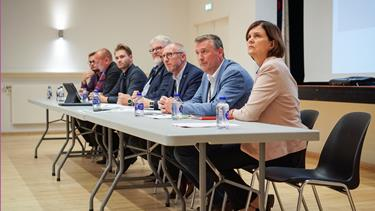 Borgere i Mariager kræver svar: Hvad blev der af den nye omfartsvej og pengene til vores skole?