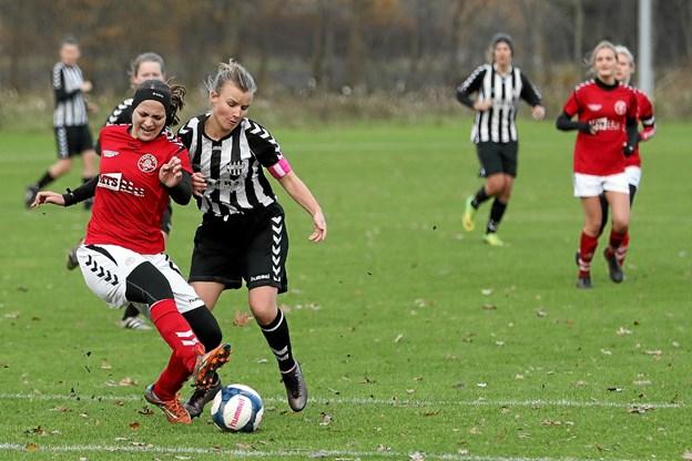 Holtet i røde bluser vandt 2-0 i sæsonens sidste match, hjemme mod Aalborg Chang. Foto: Allan Mortensen