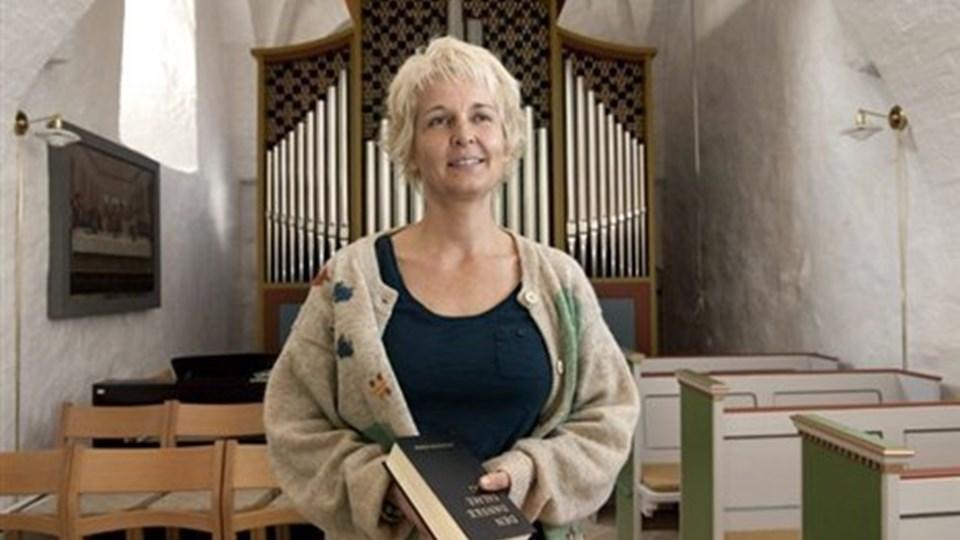Anja Øster har været trofast over for Hvornum Kirke, hvor hun har 25 års jubilæum. Selv tilhører hun ikke kirken. Foto: Grete Dahl