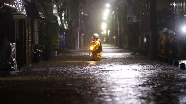 Kraftfuld tyfon har kostet mindst 23 menneskeliv i Japan