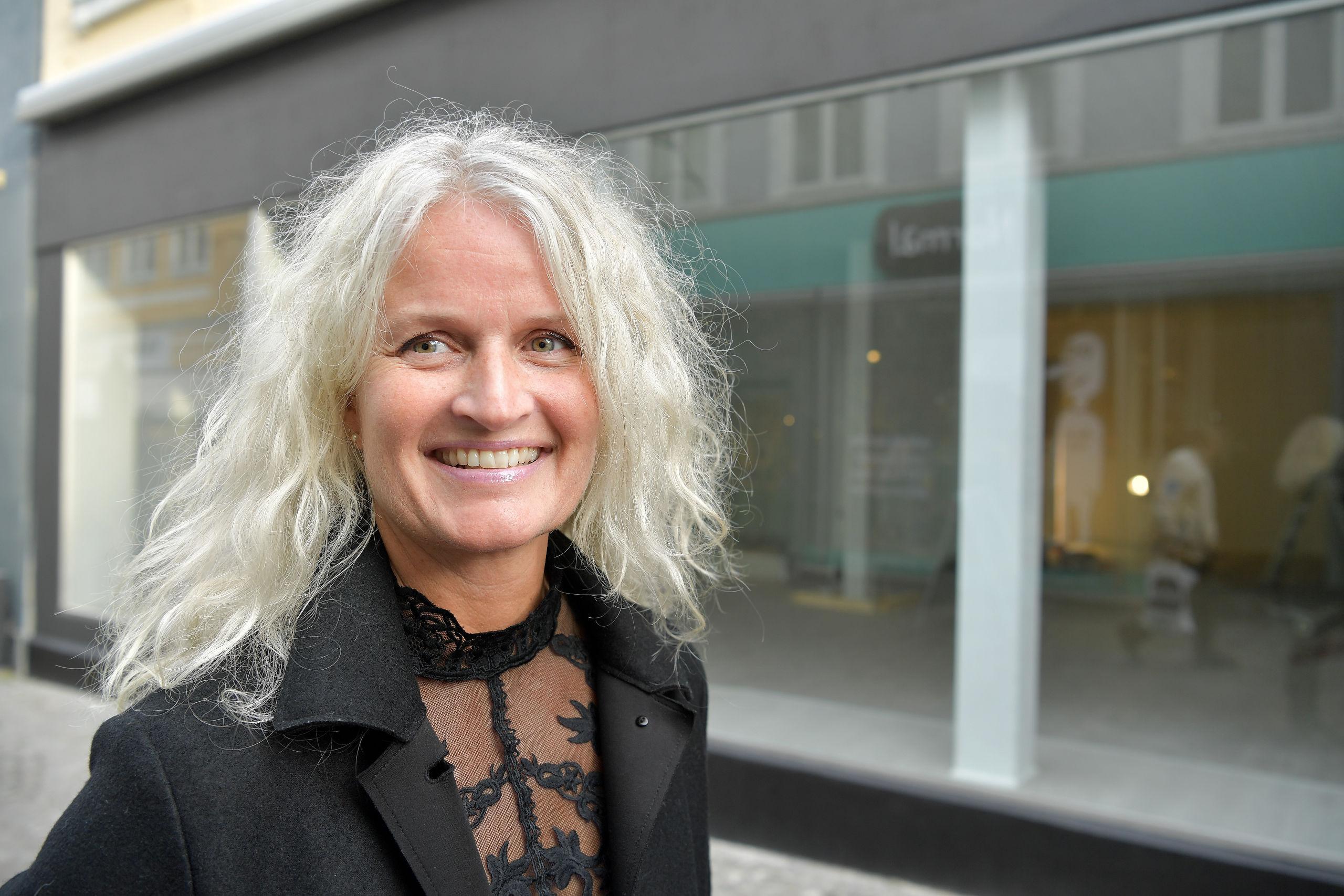 Karina Lundtoft sætter kunderne i centrum, og hun lægger vægt på, at det skal være en god oplevelse at besøge hendes forretning. Foto: Claus Søndberg