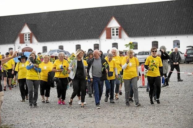 Fighterne i gule T-shirts blev bakket op af næsten 700