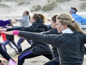 Kom til særlig sommertræning: Gratis yoga under åben himmel