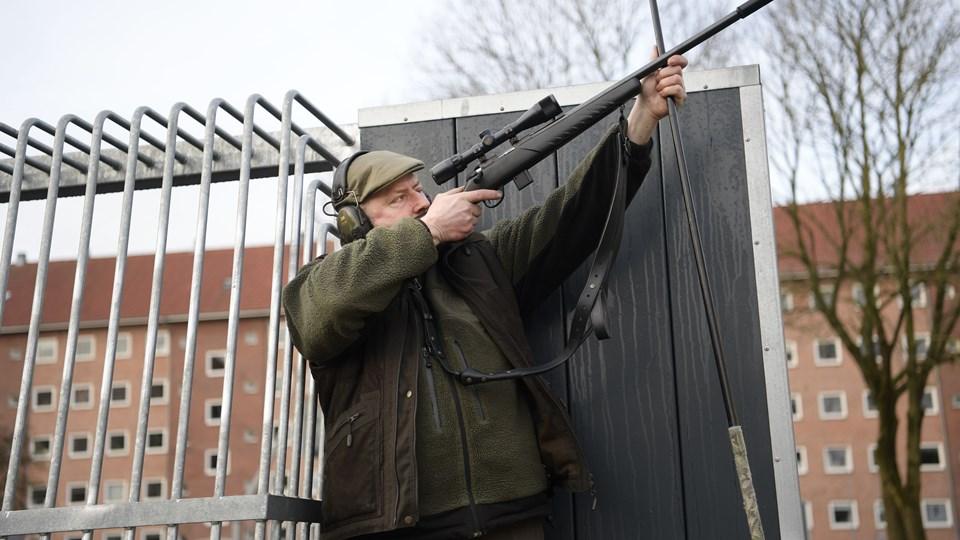Skytte Klaus Godiksen lægger an til skud. Foto: Claus Søndberg