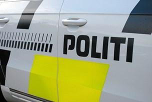 15-årig i stjålen bil stak af fra politiet og kørte gennem gågade